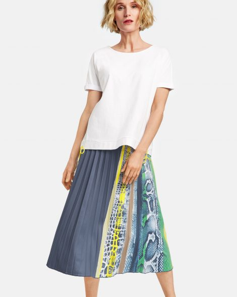 pleated-skirt-with-a-partial-print-102