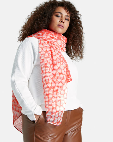 pleated-scarf-with-a-heart-print-01